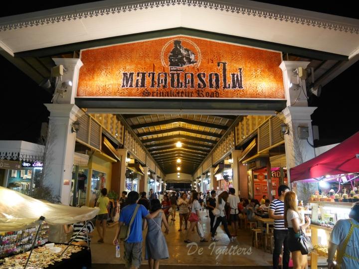 Rod Fai Market @Bangkok